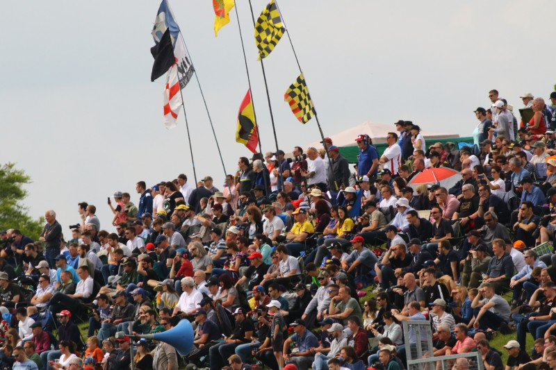 Crowd-03