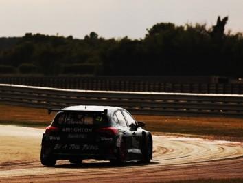 Jessica Hawkins (GBR) - Motorbase Performance Ford Focus ST
