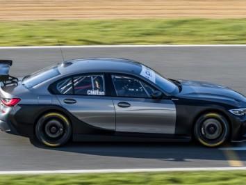 BTCC-Test-Day-1-at-Brands-Hatch-1427