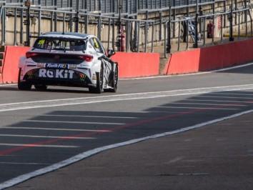 BTCC-Test-Day-2-at-Brands-Hatch-1447
