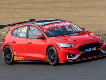BTCC-Test-Day-2-at-Brands-Hatch-1517