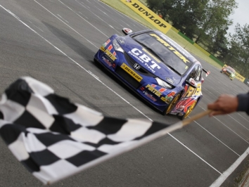 Andrew Jordan got back to winning ways in the final contest