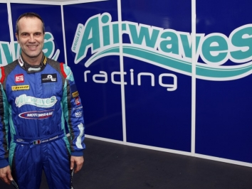 fabrizio-giovanardi-returns-to-btcc-with-airwaves-racing