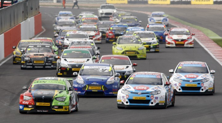 Start of the race, Colin Turkington (GBR) eBay Motors BMW 125i M Sport leads